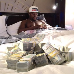 rs_600x600-140926093254-600.Ffloyd-Mayweather-In-Bed-With-Money.jl.092614