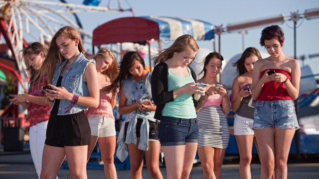 teens-cellphones